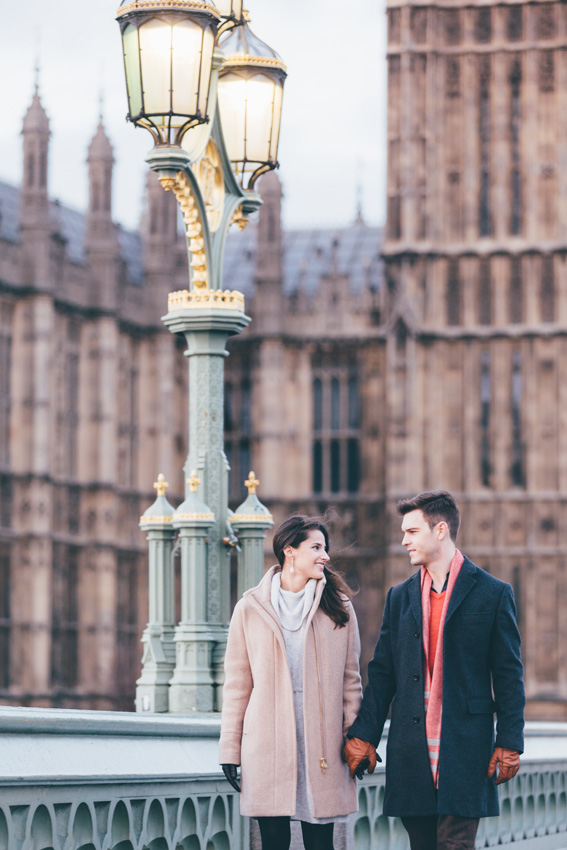 tourist-couple-photoshoot-at-london-landmarks3