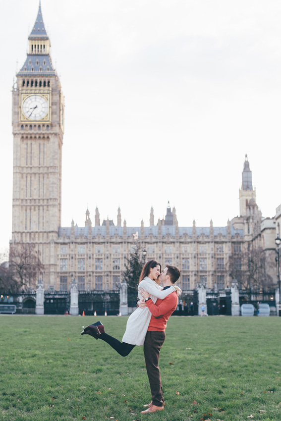 tourist-couple-photoshoot-at-london-landmarks5