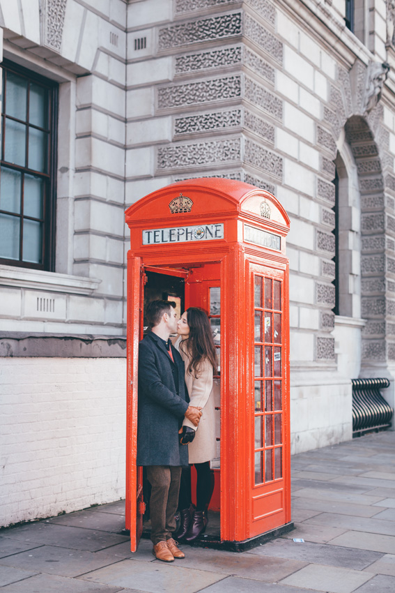 tourist-couple-photoshoot-at-london-landmarks9