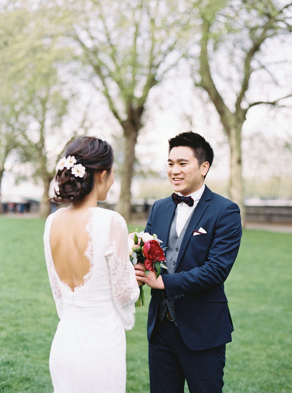 Oversea per wedding photography London Westminster House of Parliment couple