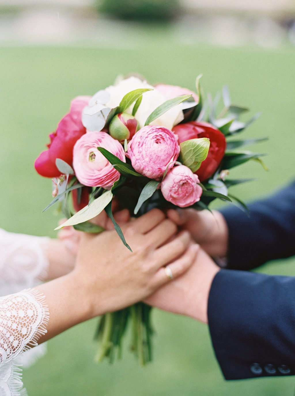 Oversea per wedding photography London Westminster House of Parliment bride bouquet